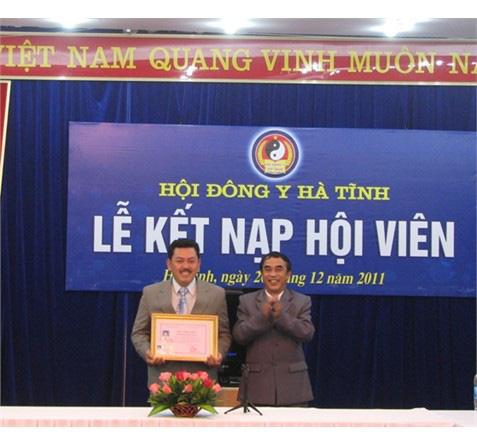 Chủ tịch Hội Đông y Hà Tĩnh nói gì về hoạt động của lương y Võ Hoàng Yên tại địa phương? - Ảnh 1.