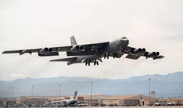 Biden điều 'pháo đài bay' B-52 gửi cảnh báo lạnh người đến Iran - Ảnh 1.