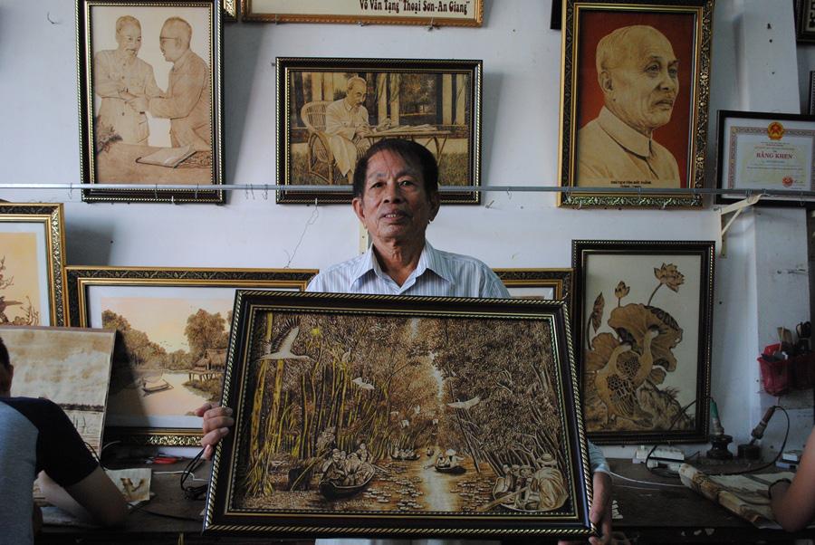 Độc đáo tranh từ lá thốt nốt của nghệ nhân vùng Bảy Núi  được công nhận sản phẩm OCOP - Ảnh 4.