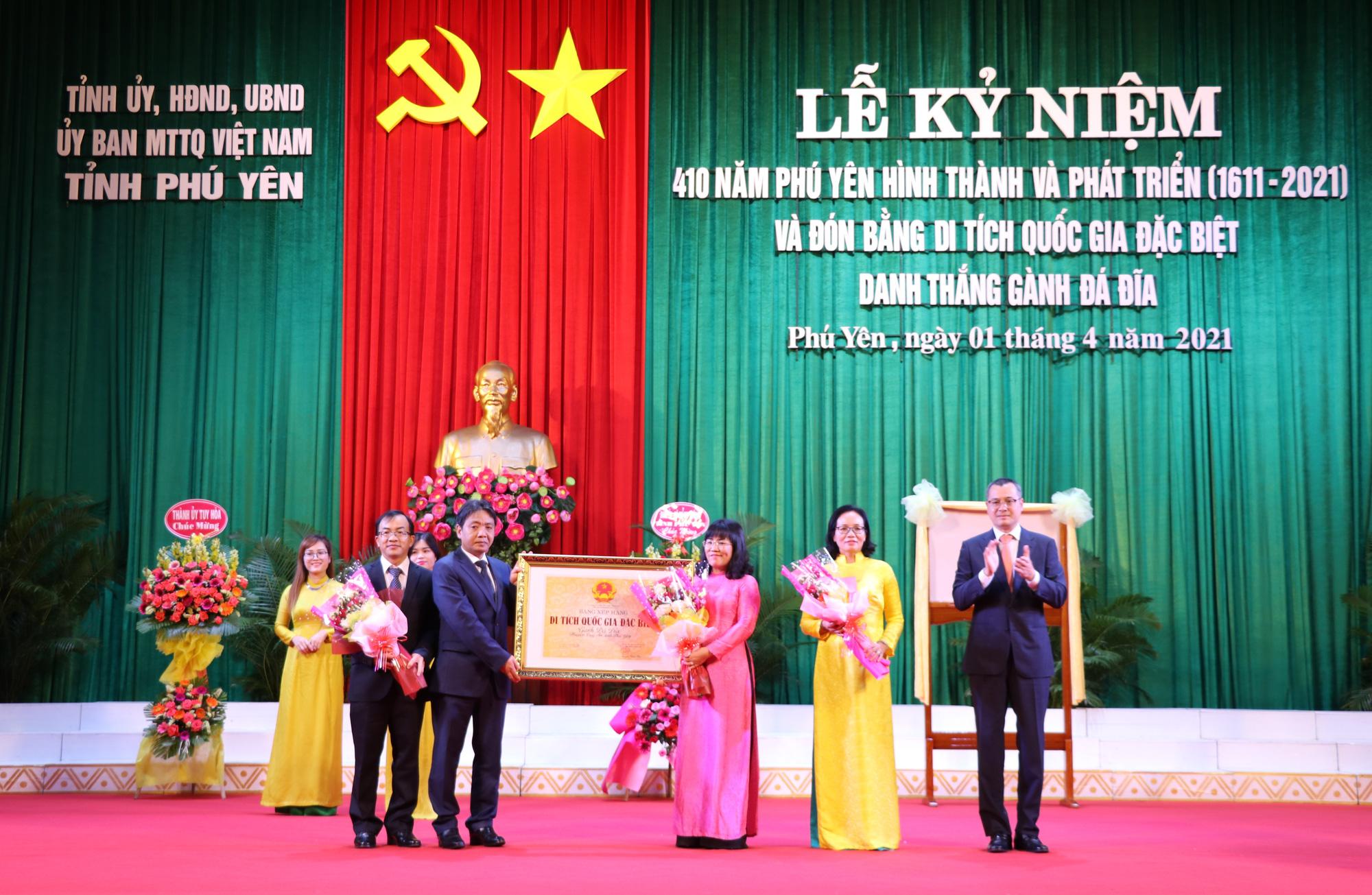 Phú Yên: Nhận Bằng di tích quốc gia đặc biệt danh thắng Gành Đá Đĩa - Ảnh 1.