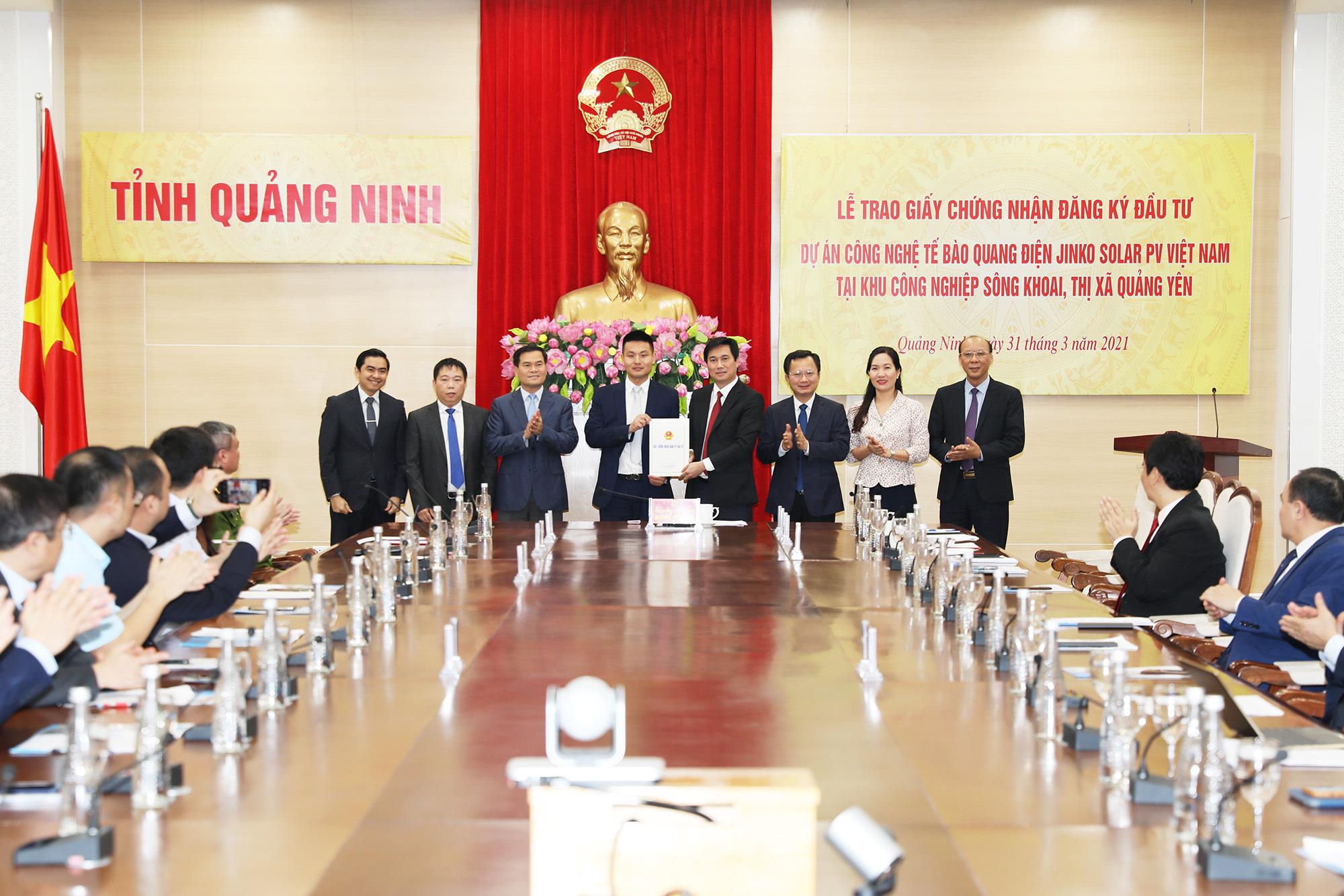 Quảng Ninh: Trao giấy chứng nhận đầu tư 500 triệu USD vào KCN Sông Khoai - Ảnh 1.