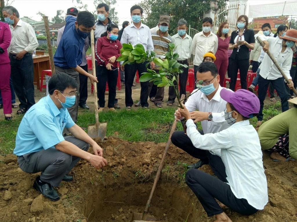 Quảng Nam: Hội Nông dân Điện Bàn đặt mục tiêu 1000 hội viên tham gia bảo hiểm xã hội tự nguyện - Ảnh 4.