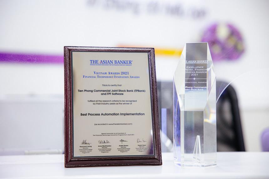 TPBank tiếp tục được vinh danh là Ngân hàng số xuất sắc nhất Việt Nam - Ảnh 1.