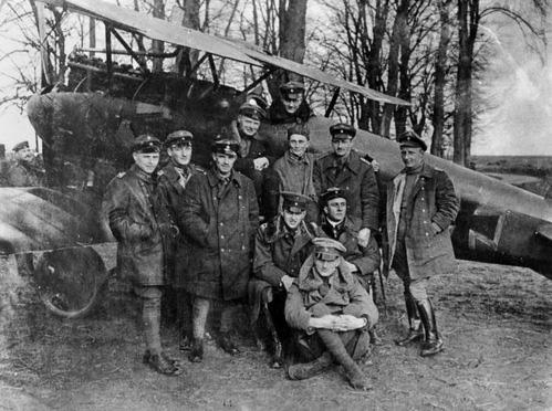 """Phi công Đức có biệt danh """"Nam tước đỏ"""", bắn hạ 80 máy bay - Ảnh 2."""