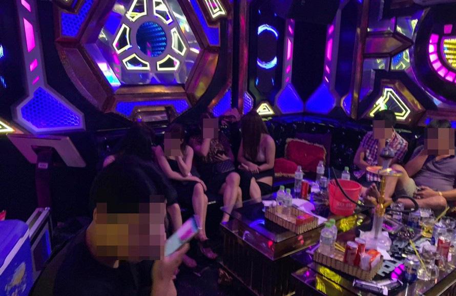 13 cô gái cùng nhóm thanh niên phê ma túy ở quán karaoke - Ảnh 1.