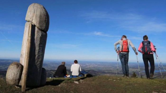 """Những màn biến hình bí ẩn của tượng dương vật """"khủng"""" trên núi Ötscher - Ảnh 3."""