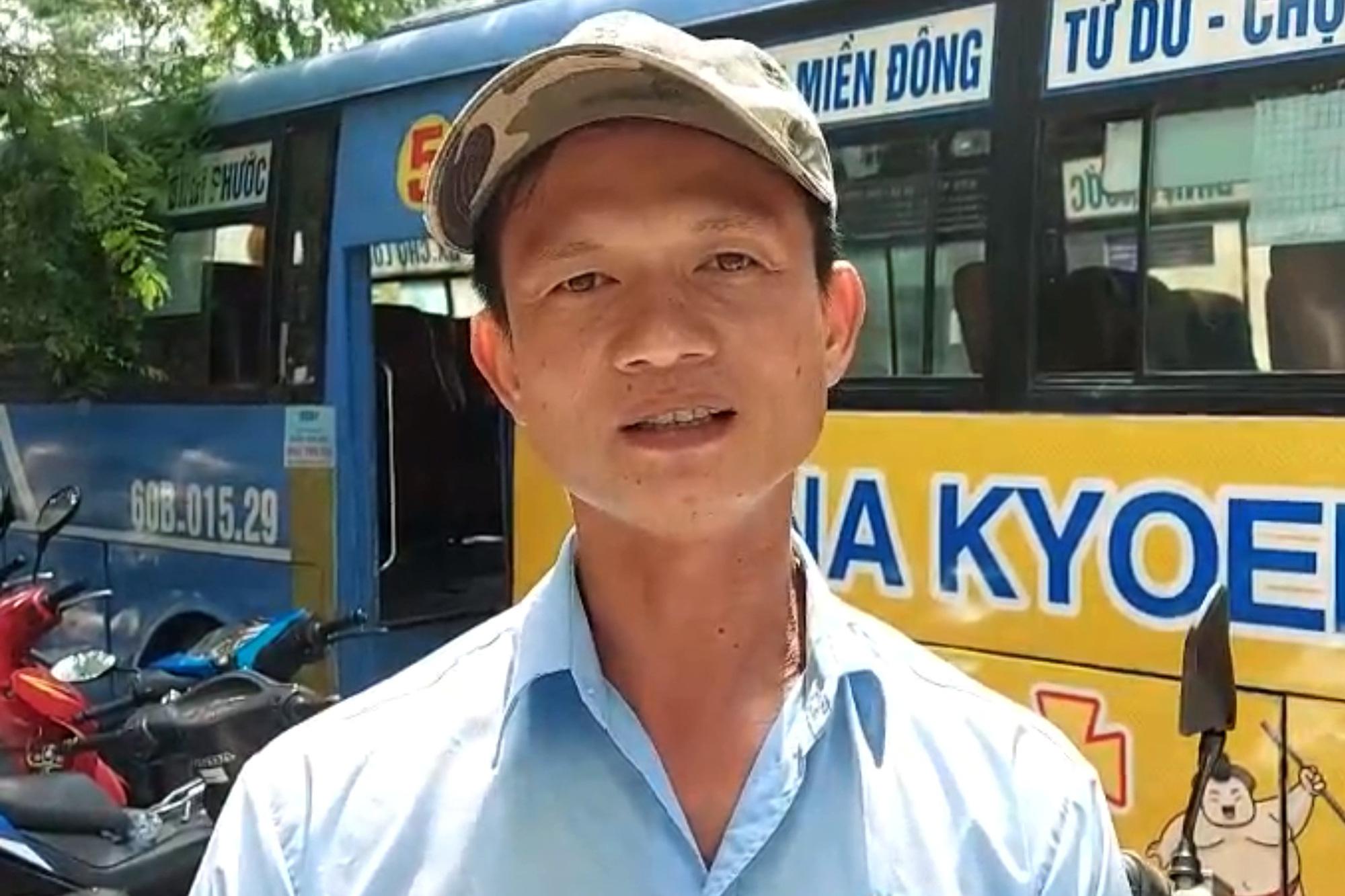 Tài xế xe buýt kể lại thời khắc bị thanh niên ngáo đá cầm dao khống chế - Ảnh 1.