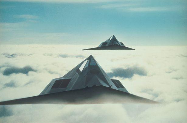 Quân đội Mỹ đang chuẩn bị vũ khí cho một trận chiến kinh hoàng với các UFO - Ảnh 1.