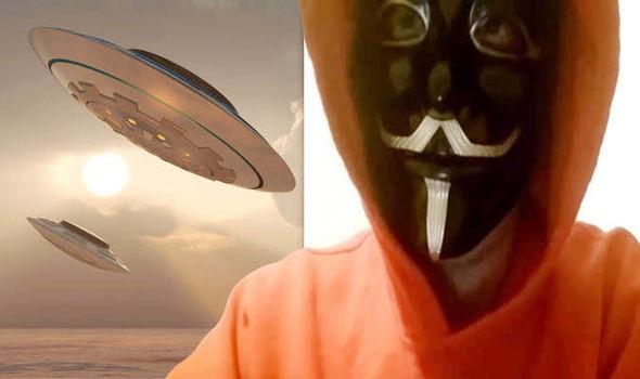 Người đàn ông trở về từ tương lai cho biết Trái đất sẽ bị người ngoài hành tinh tấn công vào năm 2028 - Ảnh 1.