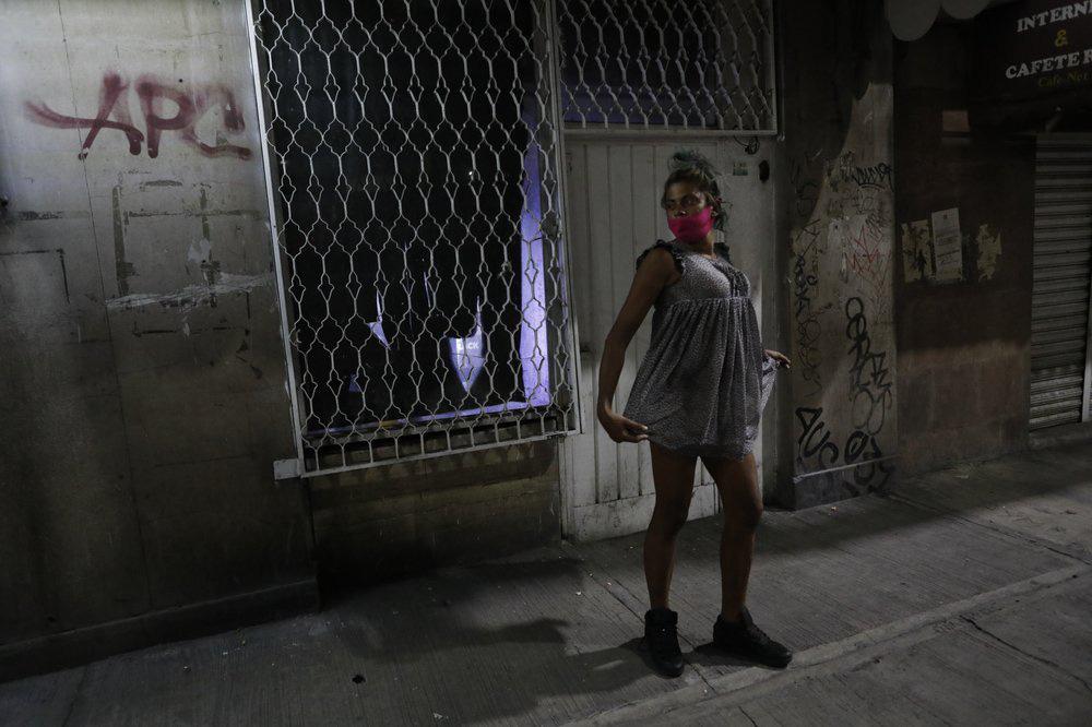 Sa chân vào con đường bán dâm để mưu sinh - Ảnh 14.