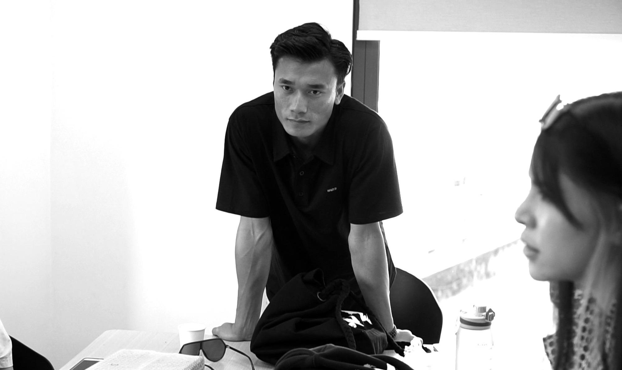 """Bị CLB TP.HCM """"bỏ rơi"""", Bùi Tiến Dũng chuyên tâm cho thương hiệu thời trang - Ảnh 2."""