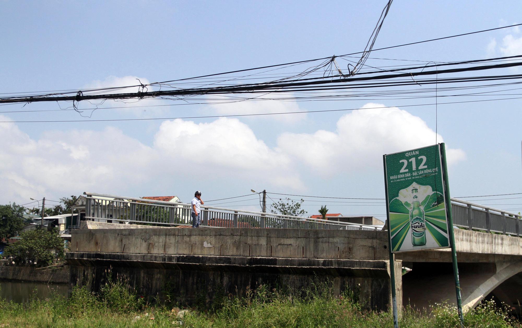 ẢNH: Cầu 32 tỷ xây xong để hoang vì không có đường dẫn - Ảnh 3.
