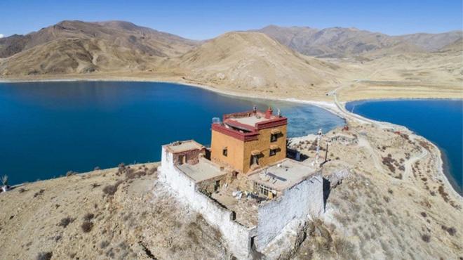 Ngôi chùa bí ẩn nằm giữa hồ Thánh, chỉ có 1 nhà sư ở Tây Tạng - Ảnh 5.
