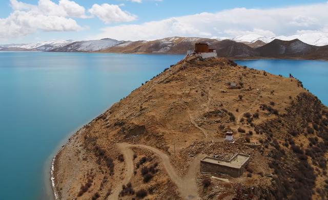 Ngôi chùa bí ẩn nằm giữa hồ Thánh, chỉ có 1 nhà sư ở Tây Tạng - Ảnh 7.