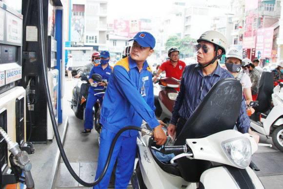 Giá xăng trong nước sẽ giảm vào ngày mai? - Ảnh 1.