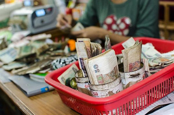 Tiền vẫn chảy về túi giới cầm quyền Myanmar, và tương lai nền kinh tế là u ám (Kỳ 2) - Ảnh 2.