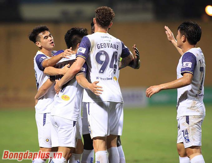 Hà Nội FC đè bẹp Than Quảng Ninh, HLV Hoàng Văn Phúc nhắc tới HAGL - Ảnh 1.