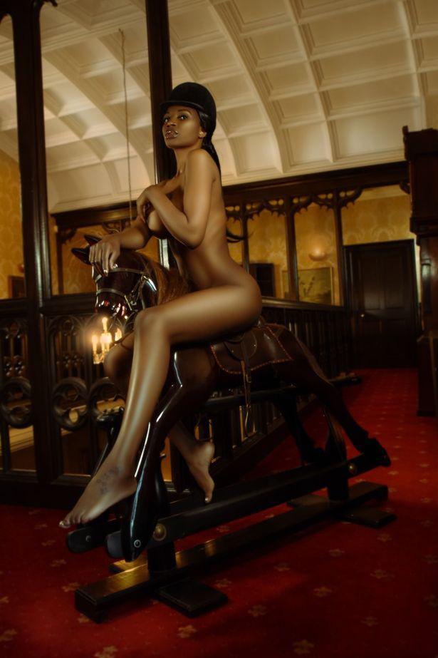 Cựu hoa hậu làm nên lịch sử khi là người châu Phi da màu đầu tiên chụp hình bìa cho tạp chí Playboy - Ảnh 2.