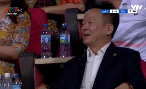 Hà Nội FC thắng Than Quảng Ninh, bầu Hiển ăn mừng như vô địch - Ảnh 1.