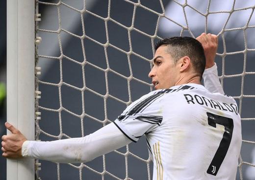 Ronaldo bỏ lỡ bàn thắng không tưởng, HLV Pirlo nói gì? - Ảnh 1.