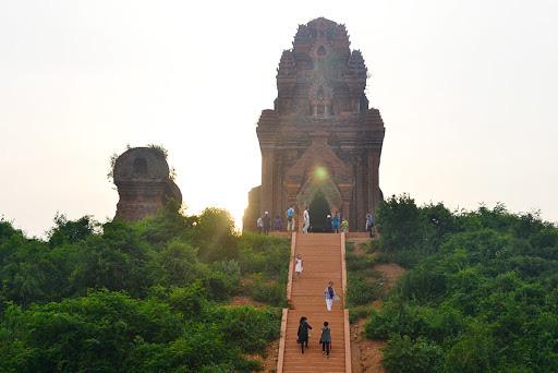 Bí ẩn 14 ngôi tháp cổ Việt Nam: Dấu vết một nền văn minh huy hoàng - Ảnh 3.