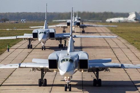 Video: Máy bay siêu âm của Nga gặp nạn vỡ đôi, bốc cháy dữ dội - Ảnh 2.