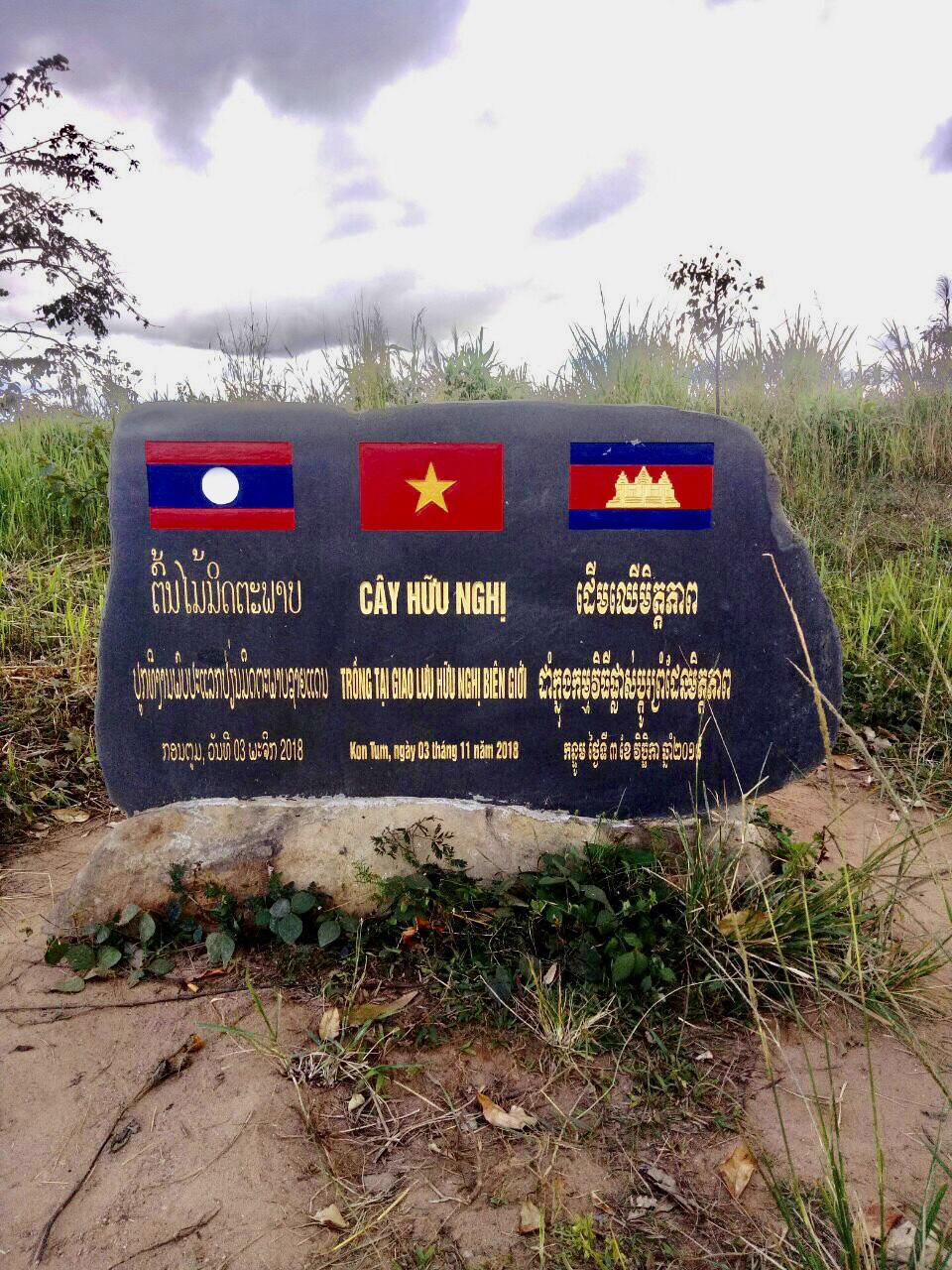 Kon Tum: Chiêm ngưỡng ngôi làng, nơi một tiếng gà gáy cả 3 nước đều nghe - Ảnh 1.