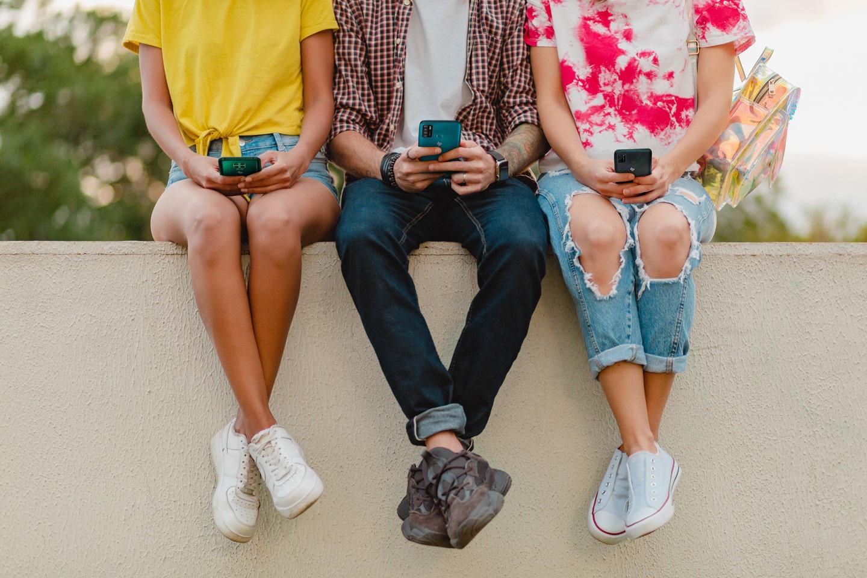"""Thị trường smartphone phổ thông: Cuộc chơi của những """"trái tim thép"""" - Ảnh 1."""