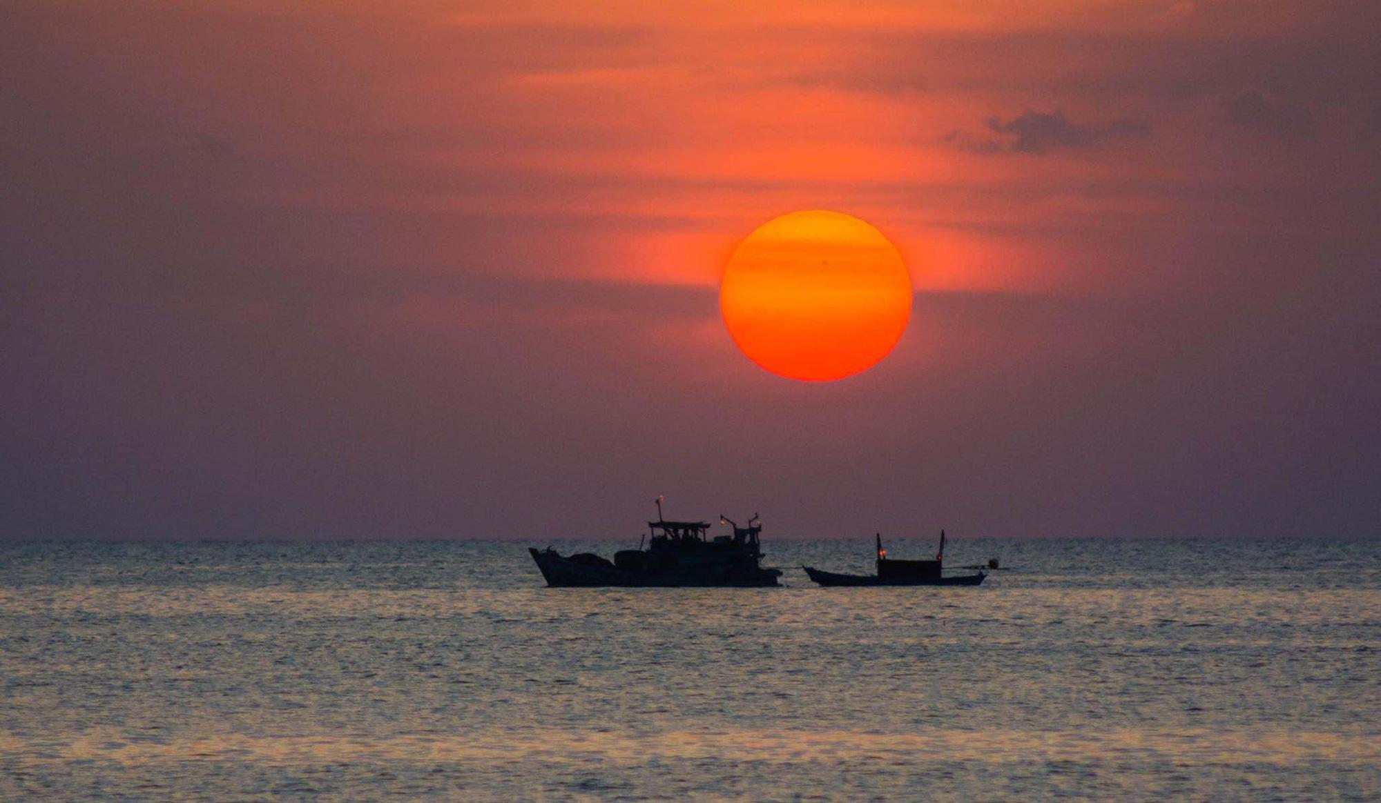 Du lịch Phú Quốc: Câu mực đêm có gì hay mà nhiều du khách muốn trải nghiệm? - Ảnh 6.