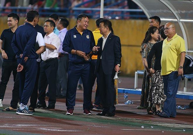 Hà Nội FC thắng Than Quảng Ninh, bầu Hiển ăn mừng như vô địch - Ảnh 2.