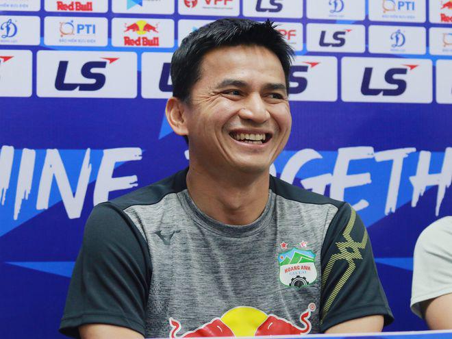 HLV Kiatisuk ca ngợi tinh thần thi đấu kiên cường của Nam Định.