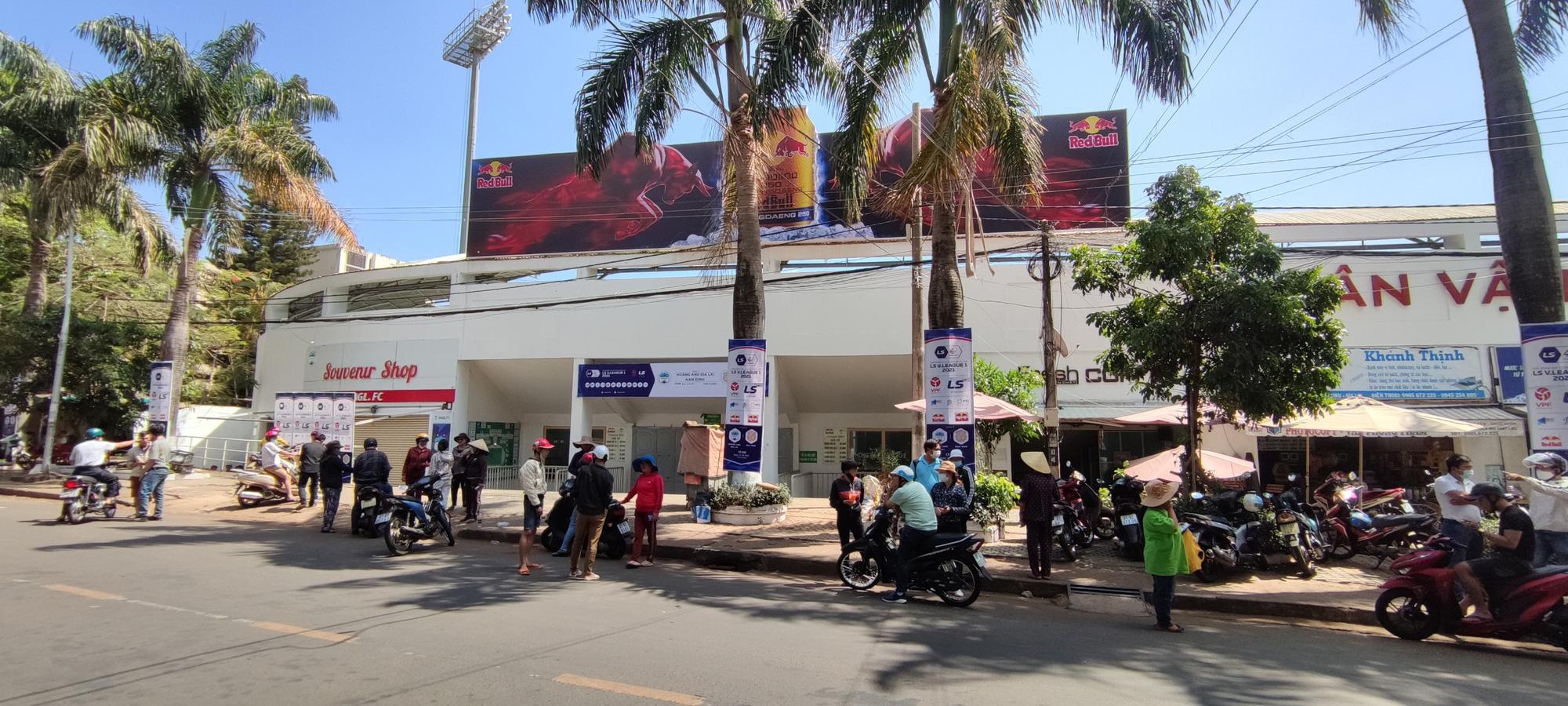 Căng thẳng vé xem HAGL tiếp Nam Định vòng 9 V.League 2021 - Ảnh 6.