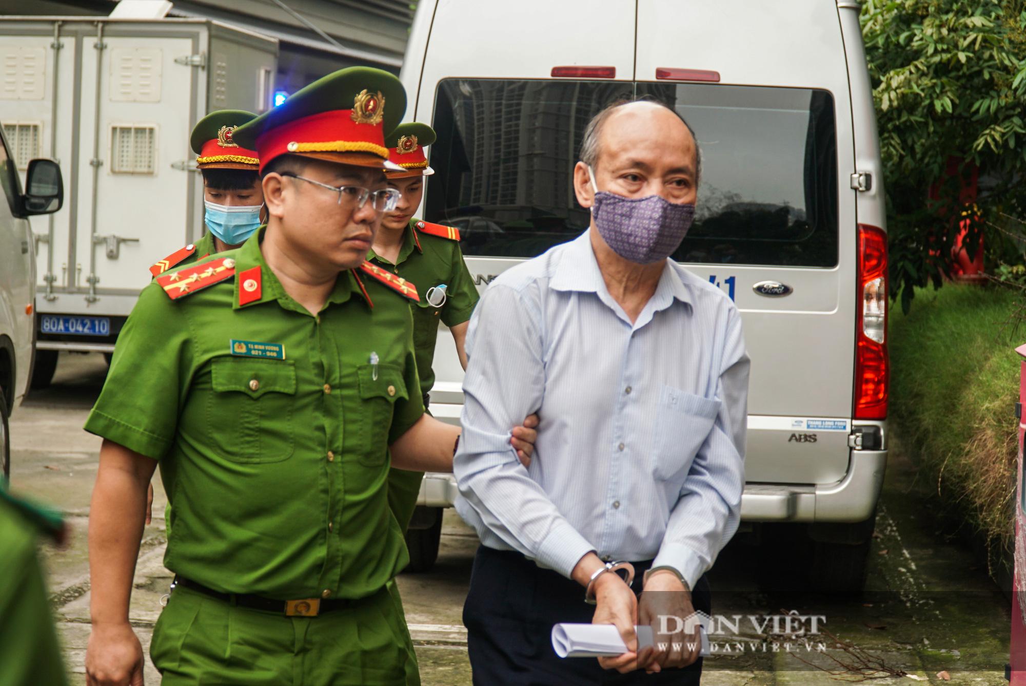 Ông Mai Văn Tinh cùng 18 bị cáo đến hầu toà vụ Gang thép Thái Nguyên - Ảnh 4.