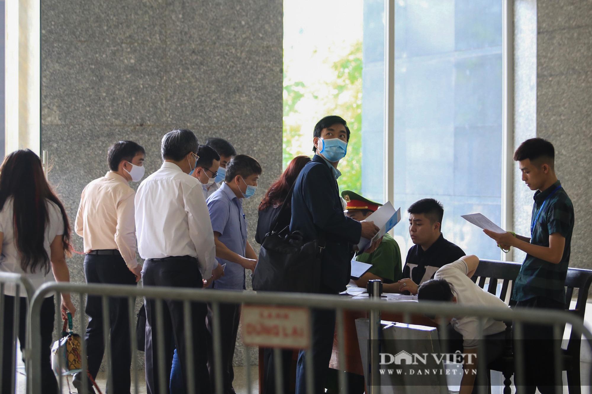 Ông Mai Văn Tinh cùng 18 bị cáo đến hầu toà vụ Gang thép Thái Nguyên - Ảnh 9.