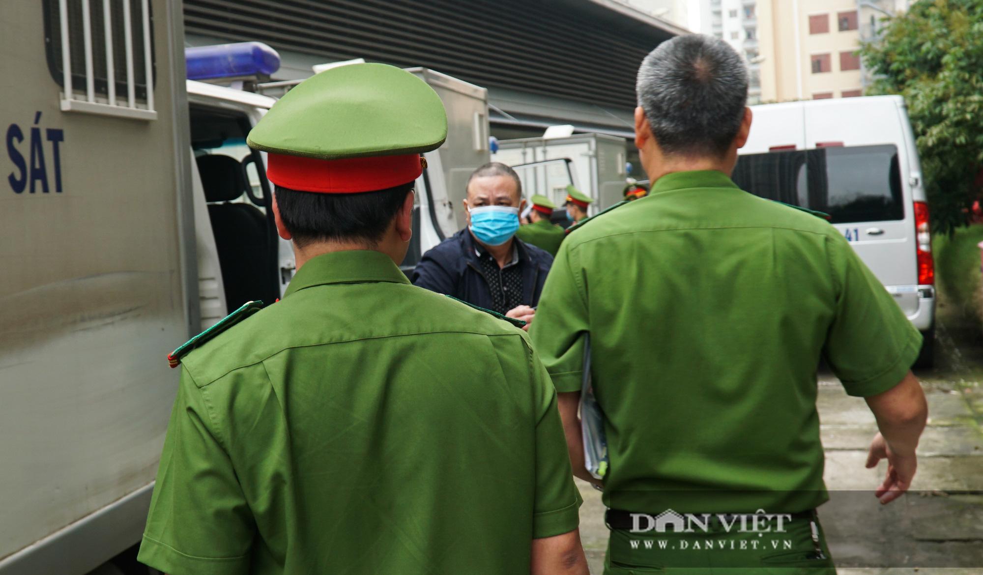 Ông Mai Văn Tinh cùng 18 bị cáo đến hầu toà vụ Gang thép Thái Nguyên - Ảnh 5.