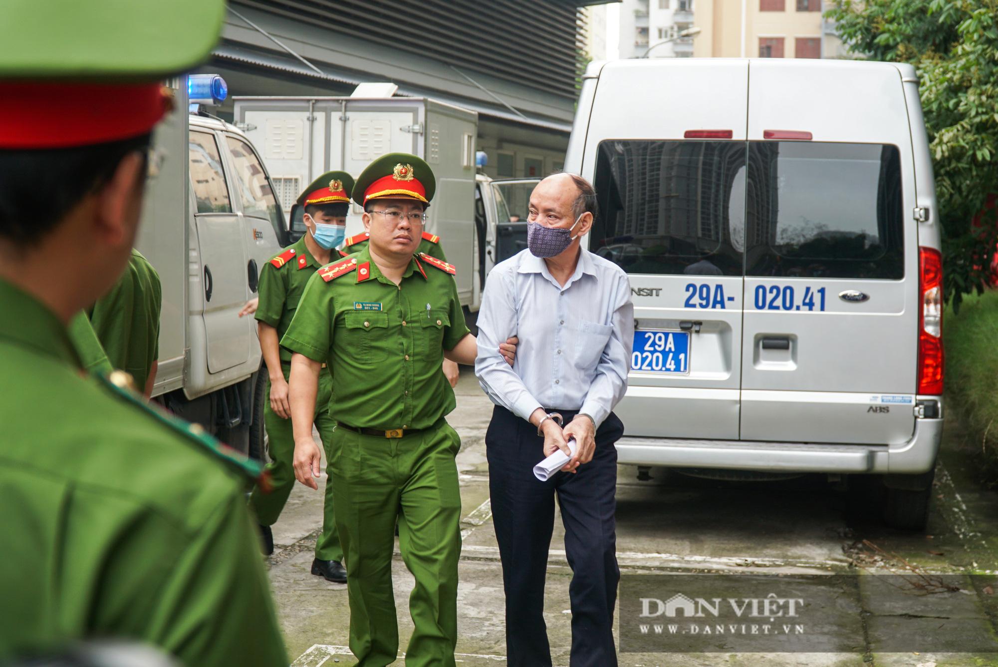 Ông Mai Văn Tinh cùng 18 bị cáo đến hầu toà vụ Gang thép Thái Nguyên - Ảnh 6.