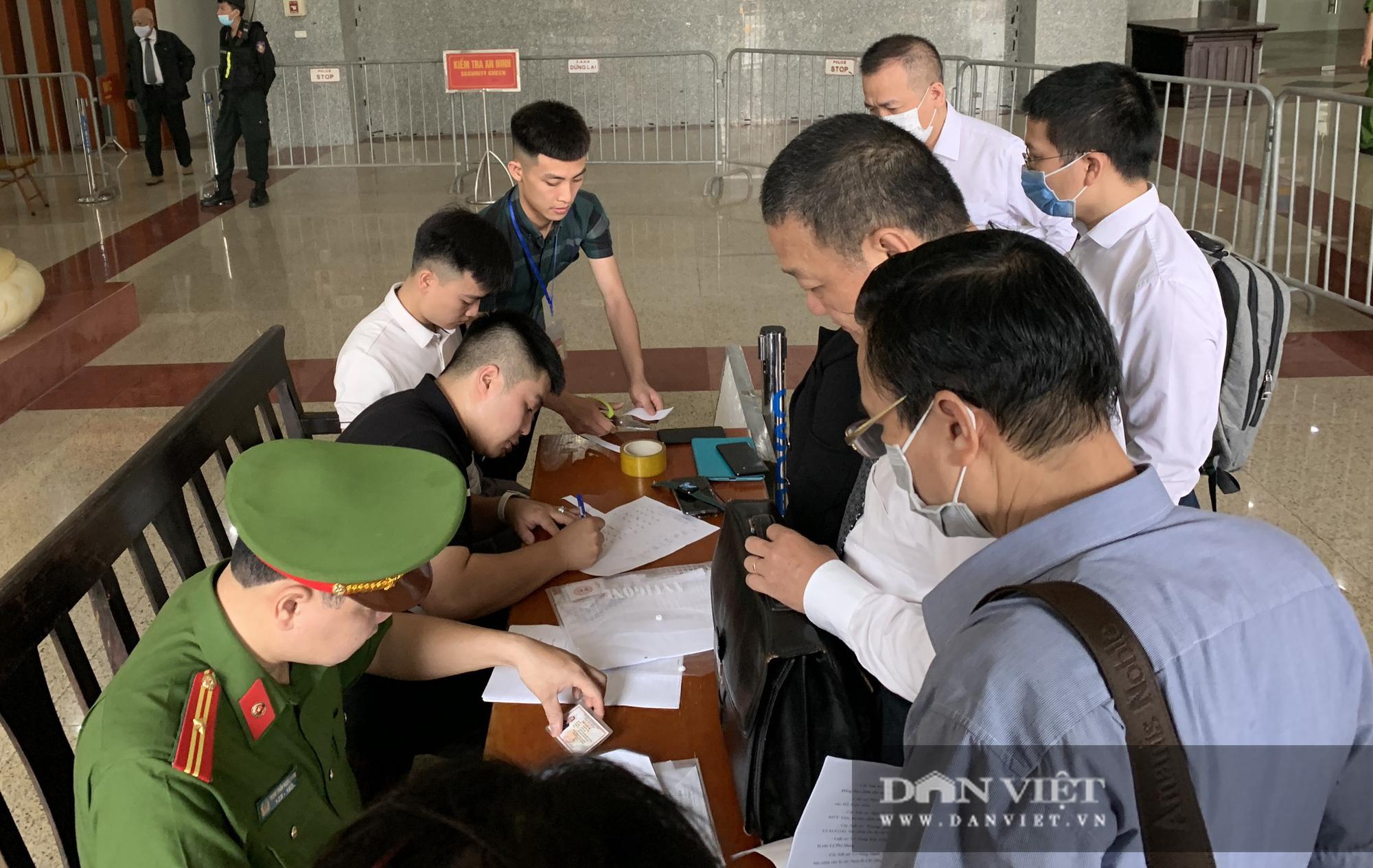 Ông Mai Văn Tinh cùng 18 bị cáo đến hầu toà vụ Gang thép Thái Nguyên - Ảnh 8.