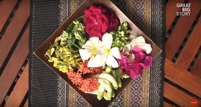 Đặc sản hoa đủ loại rán giòn ở Thái Lan khiến ai đi ngang cũng tình nguyện rút hầu bao - Ảnh 1.