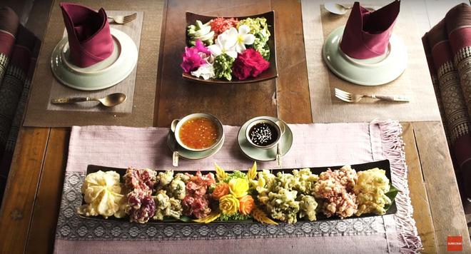 Đặc sản hoa đủ loại rán giòn ở Thái Lan khiến ai đi ngang cũng tình nguyện rút hầu bao - Ảnh 3.