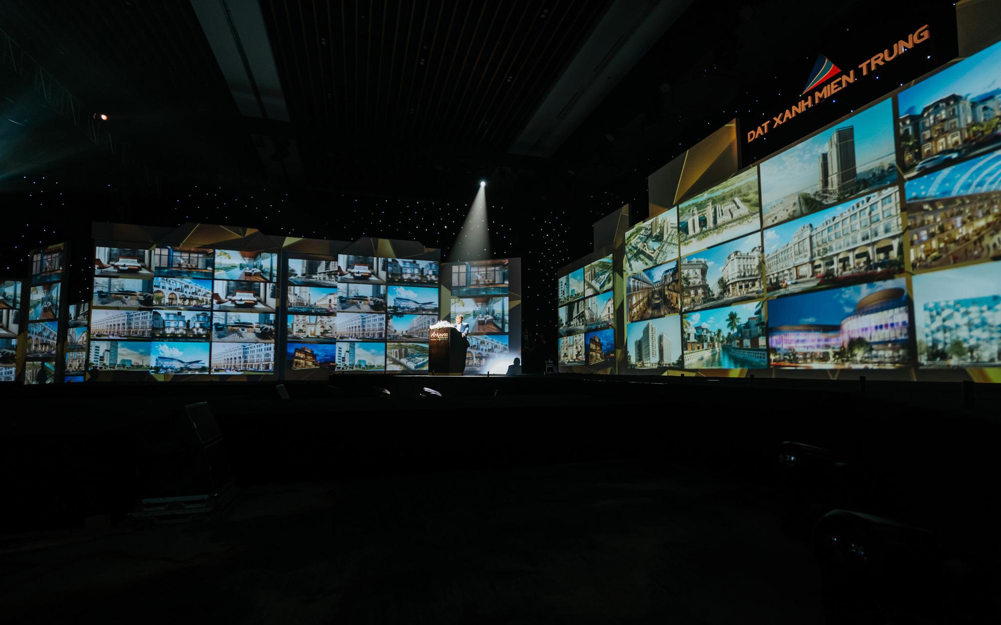 Nghệ thuật và công nghệ ánh sáng tái hiện Sắc màu Thập kỷ, kỷ niệm 10 năm thành lập Đất Xanh Miền Trung - Ảnh 7.