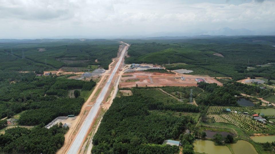 Tháng 4 Quảng Trị, xuyên rừng ngắm cung đường gần 8 ngàn tỷ những ngày tăng tốc - Ảnh 3.