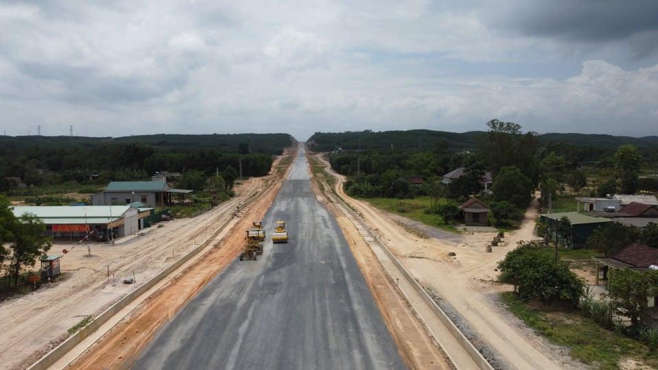Tháng 4 Quảng Trị, xuyên rừng ngắm cung đường gần 8 ngàn tỷ những ngày tăng tốc - Ảnh 4.