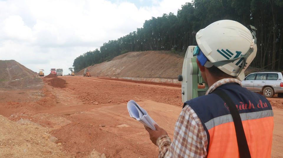 Tháng 4 Quảng Trị, xuyên rừng ngắm cung đường gần 8 ngàn tỷ những ngày tăng tốc - Ảnh 7.