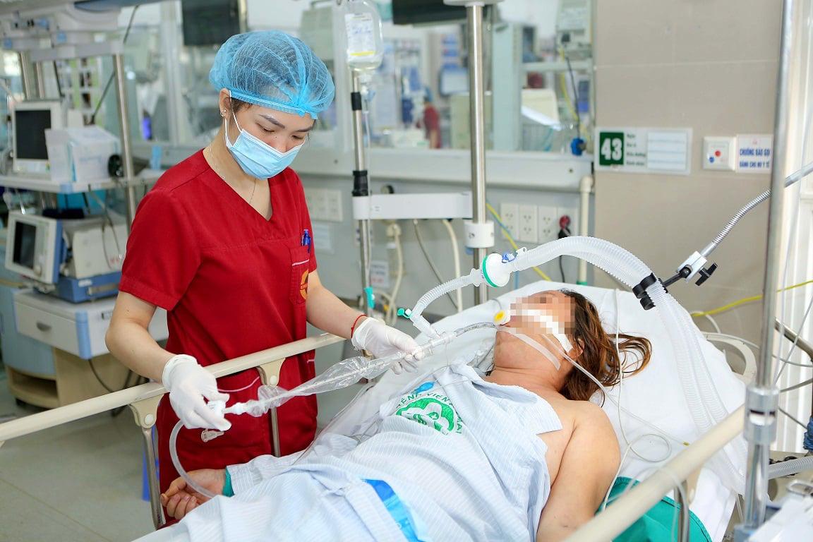 Bệnh viện Bạch Mai lý giải việc hơn 220 nhân viên nghỉ việc - Ảnh 3.