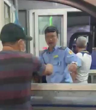 Đà Nẵng: Nhân viên bến xe thu tiền xe cứu thương chở bệnh nhân đi cấp cứu - Ảnh 1.