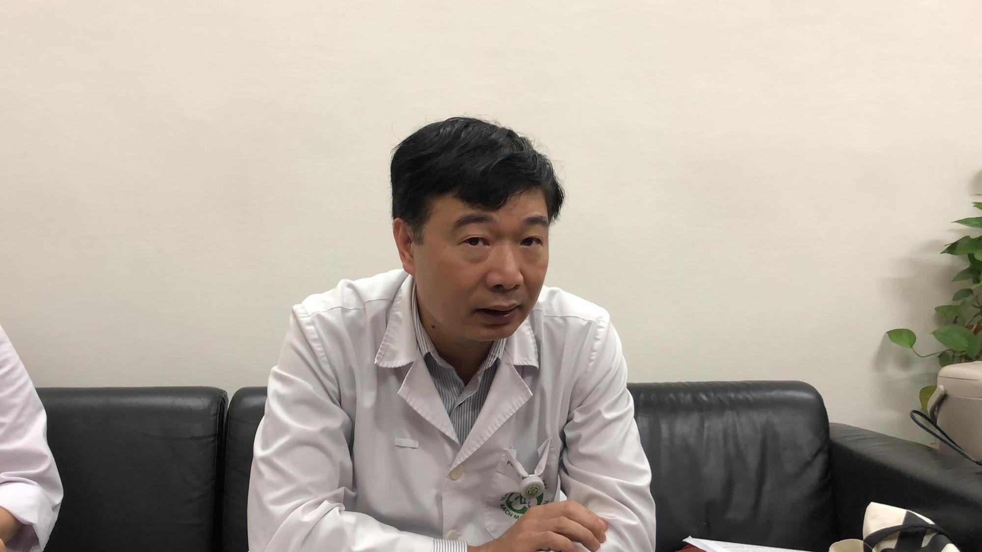 Bệnh viện Bạch Mai lý giải việc hơn 220 nhân viên nghỉ việc - Ảnh 1.