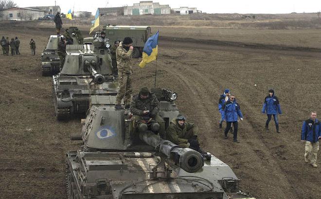 NI viết về nguy cơ xảy ra chiến tranh ở Donbass giữa Nga và Ukraine - Ảnh 1.