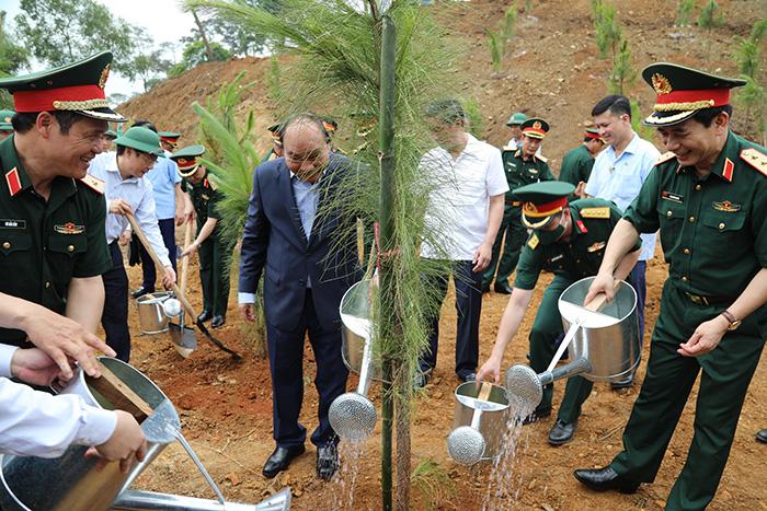 """Chủ tịch nước Nguyễn Xuân Phúc yêu cầu quân đội """"trồng cây nào tốt cây đó"""" - Ảnh 2."""