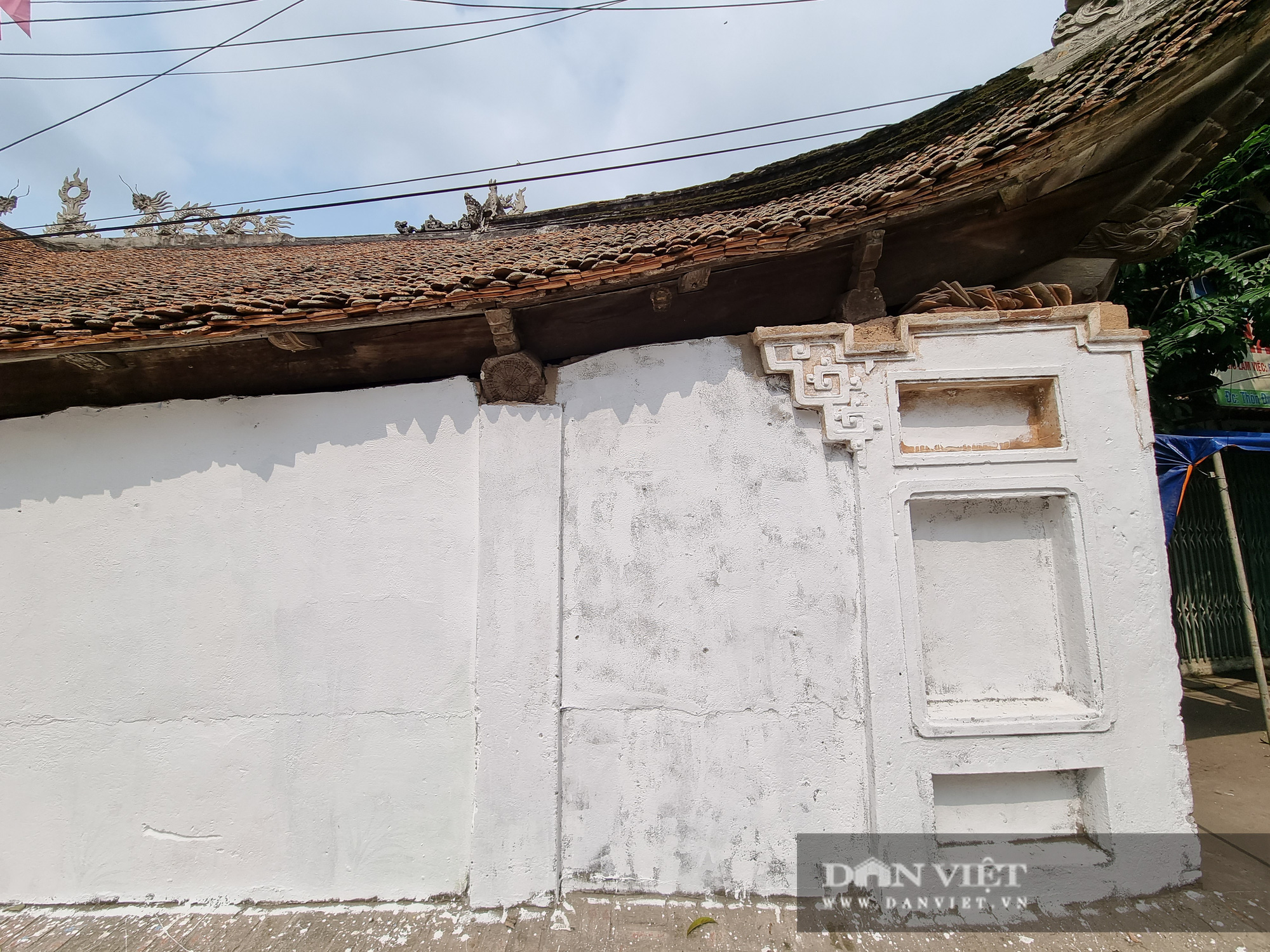 Bức tường tại đình làng cổ Tiên Lữ bất ngờ được sơn trắng - Ảnh 4.