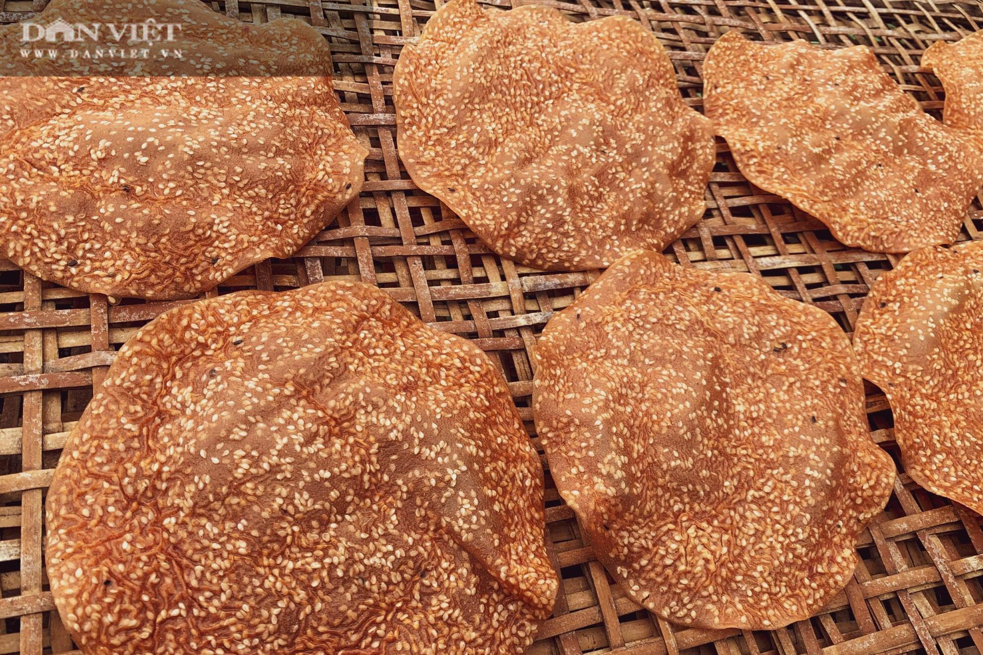 Dân làng Vĩnh Đức dùng tay không làm ra thứ bánh giòn, thơm ngon, có nhà kiếm cả triệu mỗi ngày - Ảnh 5.